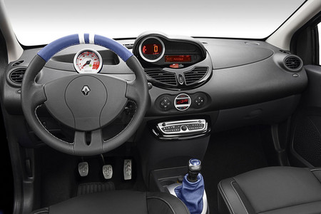 package of Twingo Renault Sport: - 1.6-litre, 133 horsepower engine,