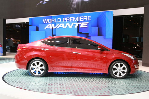 2011-Hyundai-Avante-3.jpg