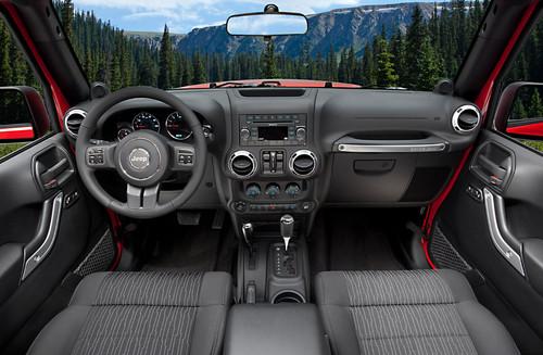 الجيب ومعنى كلمة J8 Jeep - صفحة 2 2011-Jeep-Wrangler-9