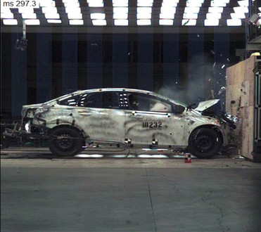 12 000 crash tests for 2012 ford focus safety. Black Bedroom Furniture Sets. Home Design Ideas