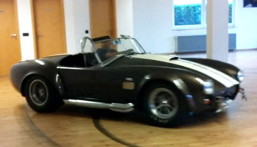 Ac cobra living room donuts video for Naroznik cobra z living roomu
