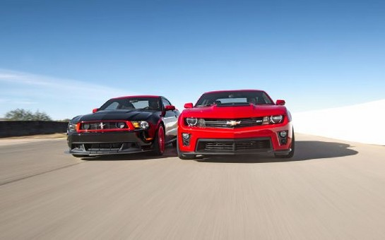 ZL1 vs Boss302 at Showdown: Camaro ZL1 vs Mustang Boss 302