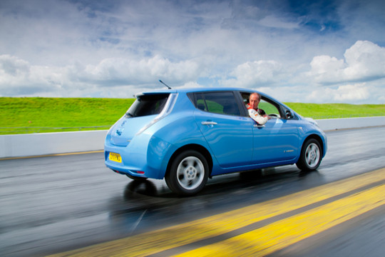 Nissan LEAF to in reverse 1 at Nissan LEAF To Set World Speed Record In Reverse
