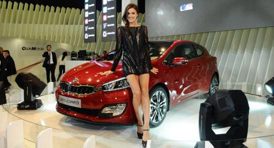 Irina Shayk Istambul Kia Ceed top at Irina Shayk obfuscates the Kia Pro Ceed 2013