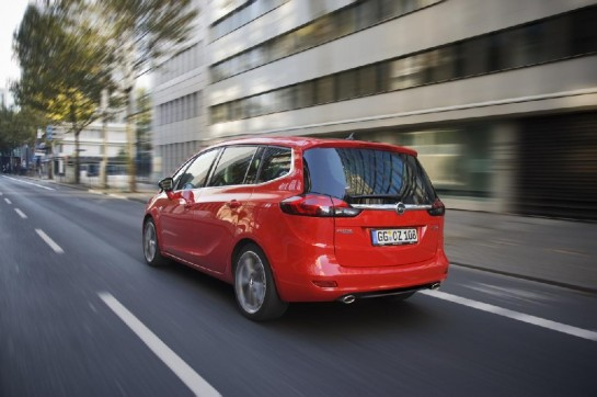 2013 Opel Zafira Tourer BiTurbo 2 545x362 at Official: Opel Zafira Tourer BiTurbo Diesel