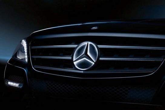 Illuminated Mercedes Benz Star 1 545x363 at Illuminated Mercedes Benz Star: Good or Ghastly?