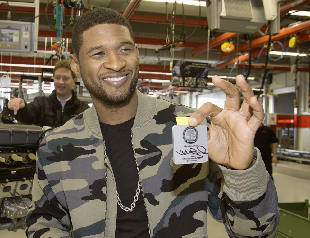 usher visits affalterbach drives mercedes a45 amg. Black Bedroom Furniture Sets. Home Design Ideas