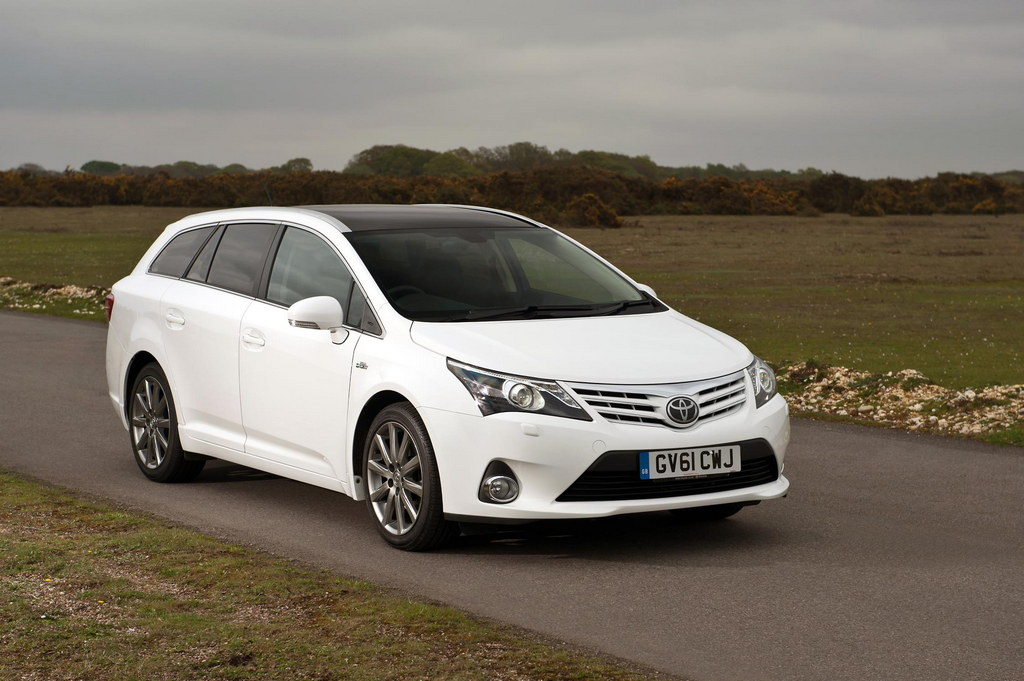 Tesla Model S Specs >> 2013 Toyota Avensis - UK Pices and Specs