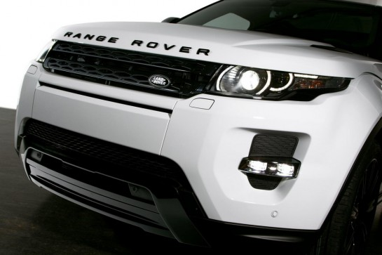 Evoque Black Design Pack 1 545x363 at 2013 Geneva: Range Rover Evoque Black Design Pack