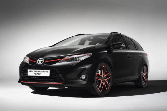 Toyota Auris Touring Sports Black 1 545x363 at 2013 Geneva: Toyota Auris Touring Sports Black