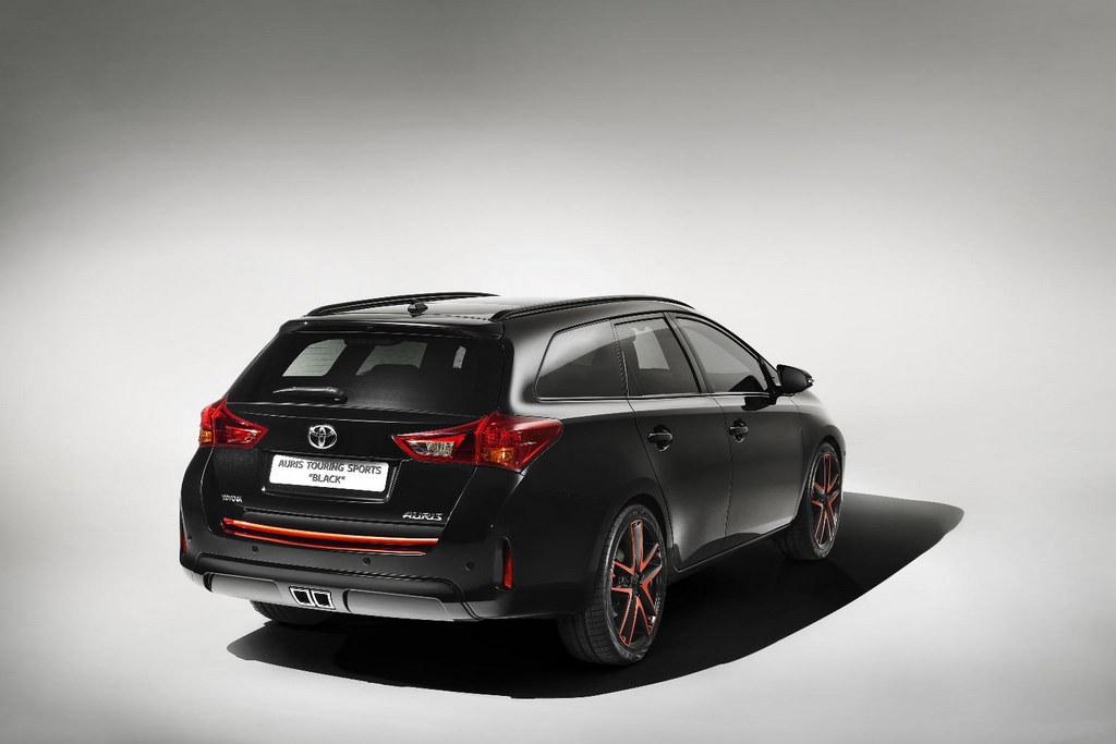 2013 Geneva: Toyota Auris Touring Sports Black - Motorward