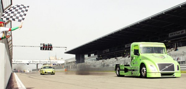 190713vt Mean Green at Nürburgring 600x289 at Volvo Mean Green Beats Porsche Cayman R In Drag Race