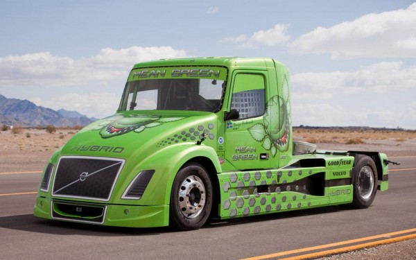 190713vt Volvo World Record truck 4 600x375 at Volvo Mean Green Beats Porsche Cayman R In Drag Race