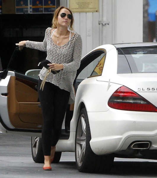 miley6 530x600 at Miley Cyrus Cars   Hit And Misses