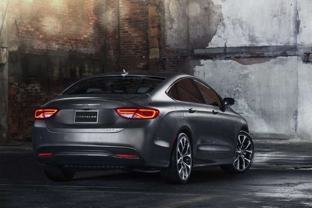 2015 chrysler 200 official pictures and initial details