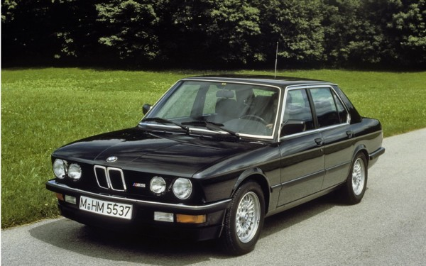 """1984 BMW M5 E28 600x375 at 40 Years of BMW """"M"""" History"""