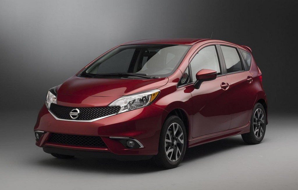 2015 nissan versa note sr revealed at chicago. Black Bedroom Furniture Sets. Home Design Ideas
