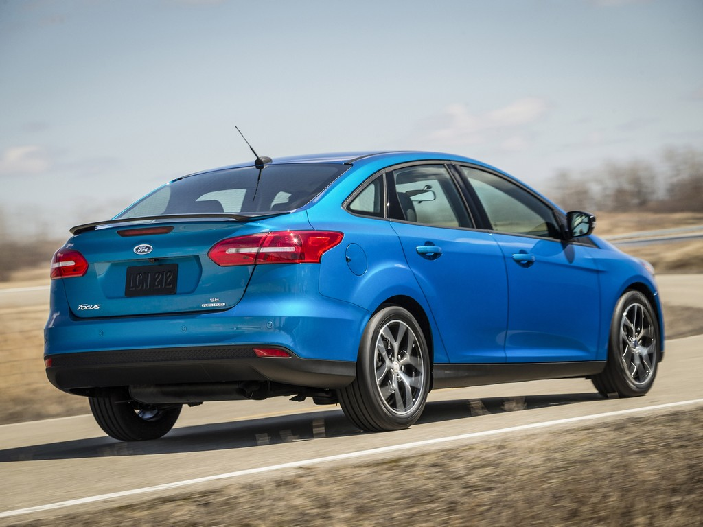 2015 ford focus sedan unveiled ahead of new york debut. Black Bedroom Furniture Sets. Home Design Ideas