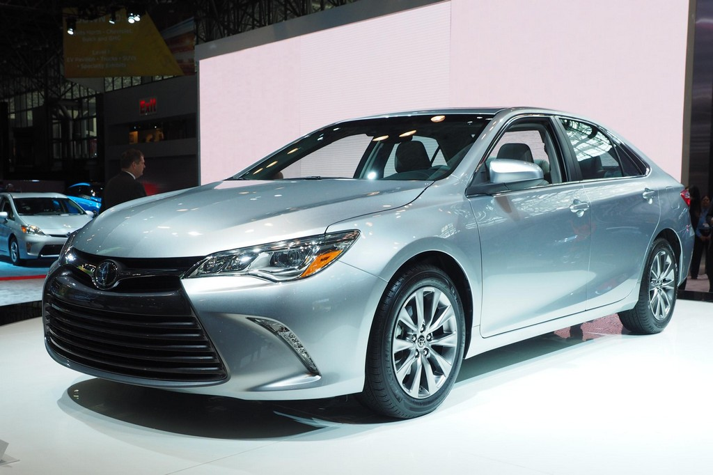 2015 toyota camry unveiled at nyias. Black Bedroom Furniture Sets. Home Design Ideas