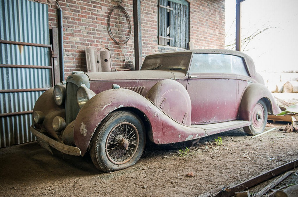 Barn Find Lagonda V12 Hooper Snapped Up Prior To Auction