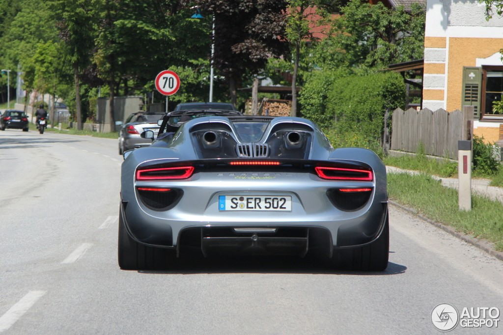 porsche 918 spyder weissach package spotted on the road. Black Bedroom Furniture Sets. Home Design Ideas