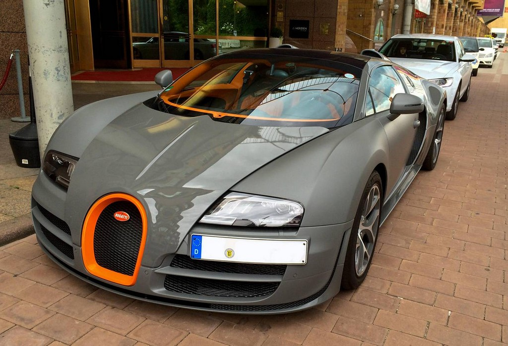 matte grey bugatti veyron vitesse spotted in germany. Black Bedroom Furniture Sets. Home Design Ideas
