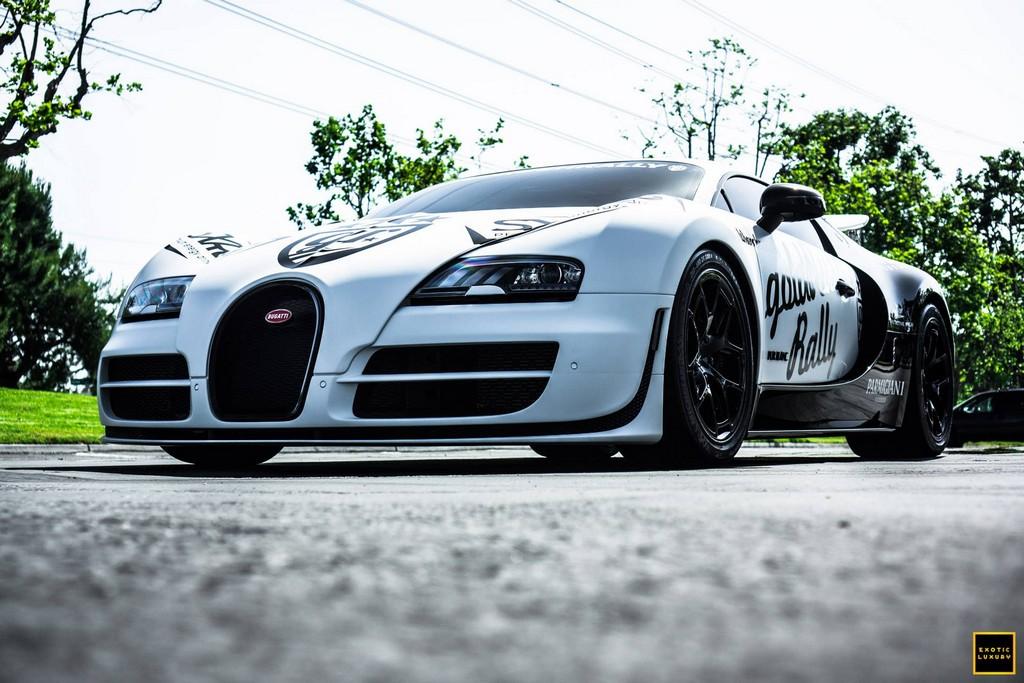 bugatti veyron pur blanc clocks 246 4 mph on public road. Black Bedroom Furniture Sets. Home Design Ideas