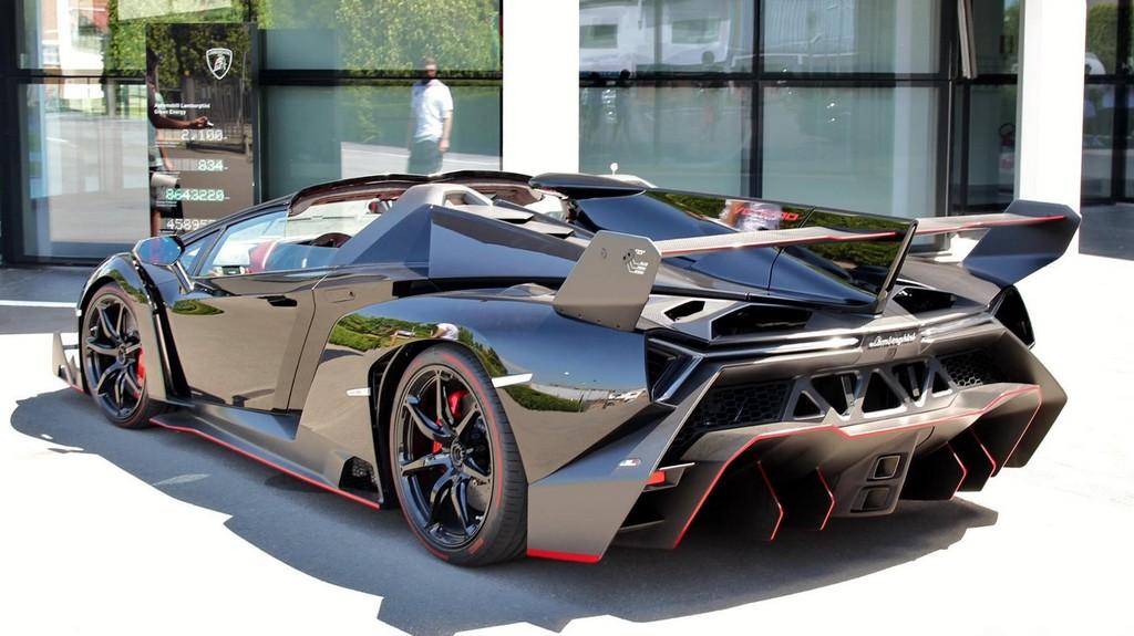 Lamborghini Veneno Roadster Looks Stunning In Black