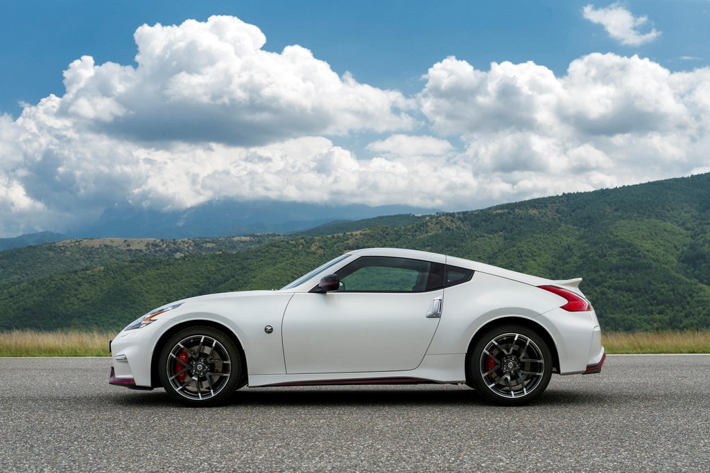 2015 nissan 370z nismo launches in europe. Black Bedroom Furniture Sets. Home Design Ideas
