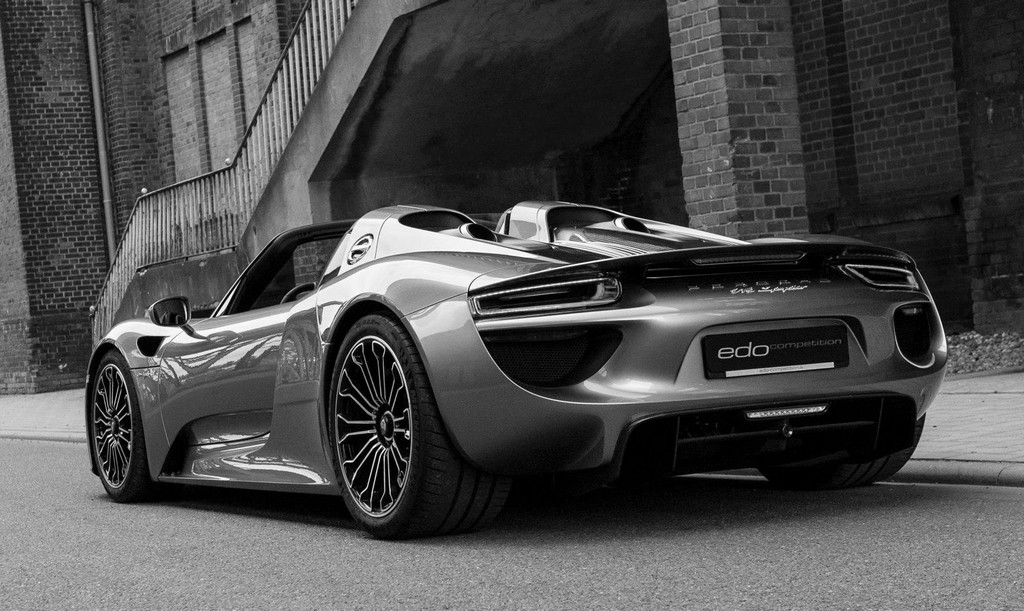 edo porsche 918 stars in artsy photoshoot. Black Bedroom Furniture Sets. Home Design Ideas