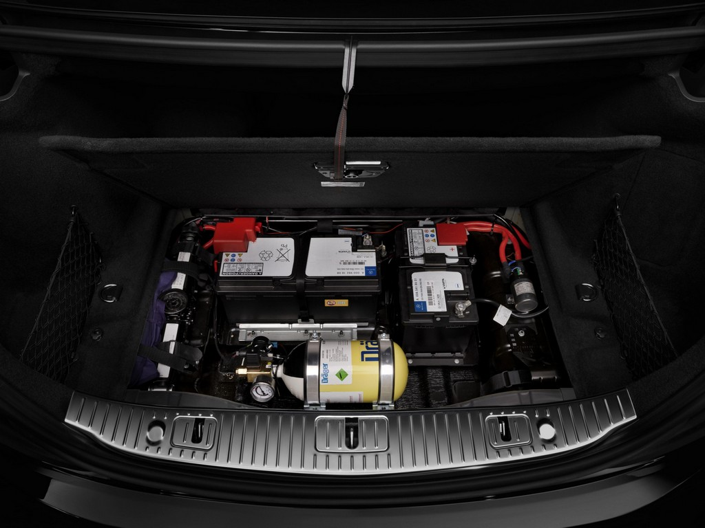 Bulletproof mercedes s600 guard revealed for 2007 mercedes benz s550 battery