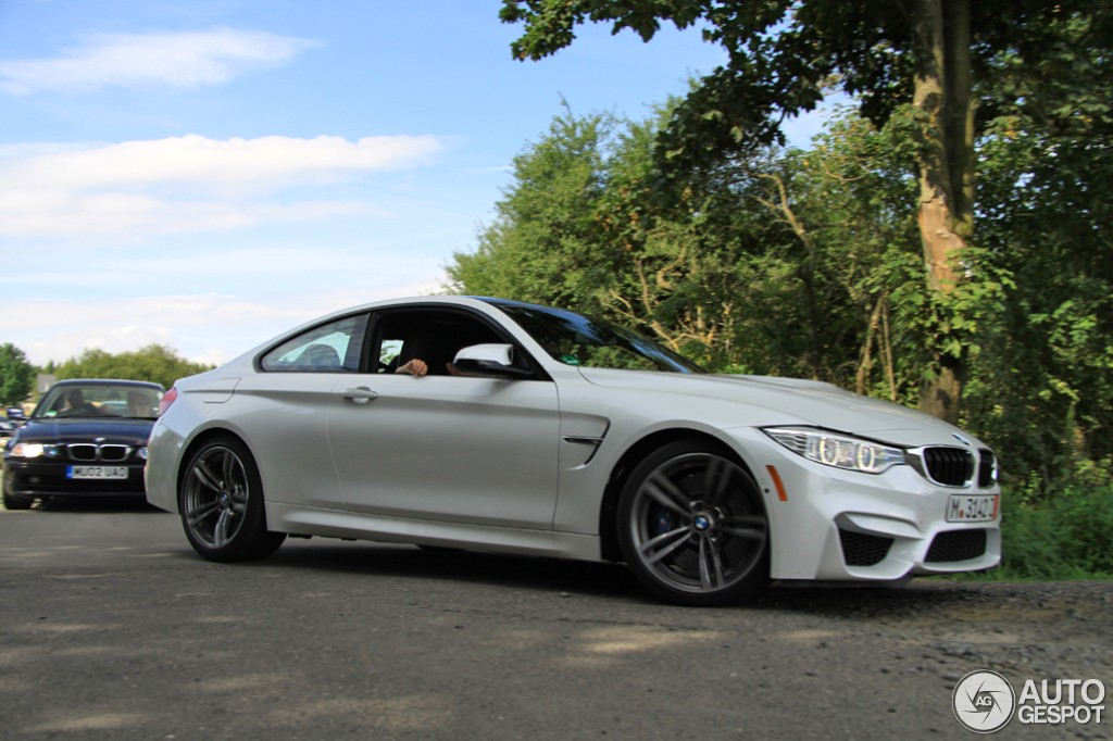 White Bmw M4 Looks Superb