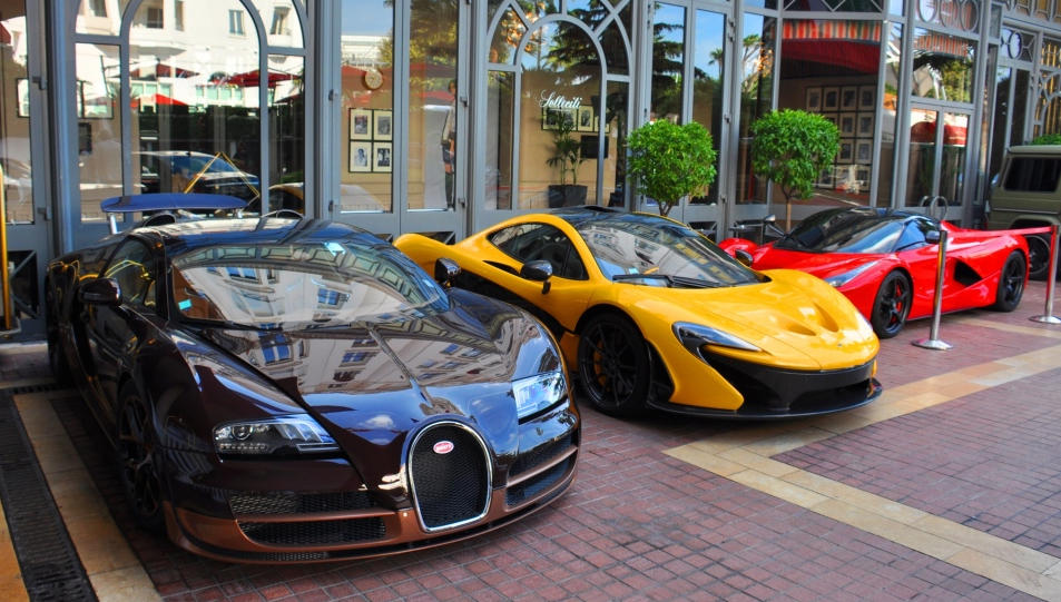 laferrari p1 and bugatti veyron rembrandt spotted together in cannes. Black Bedroom Furniture Sets. Home Design Ideas