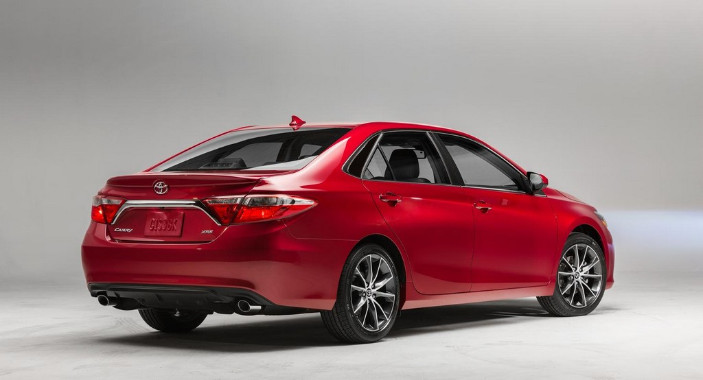2015 toyota camry unveiled with new xse trim. Black Bedroom Furniture Sets. Home Design Ideas
