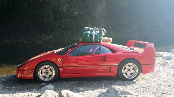 F40 camping 0 600x337 at Camping in Ferrari F40 Looks Like a Lot of Fun!