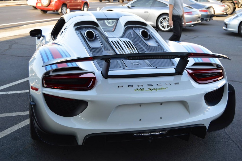 Porsche 918 Spyder Martini: вид сзади