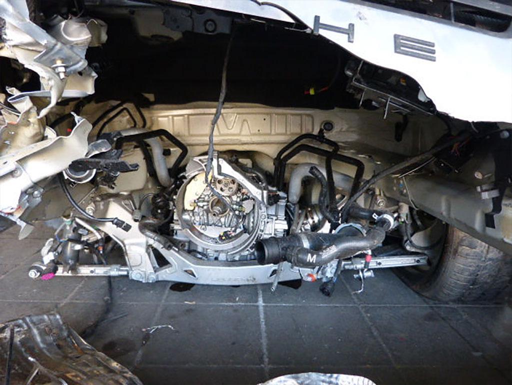 Двигатель Porsche 911 GT3 вырван с корнем
