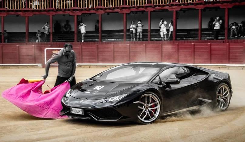 Pictorial Lamborghini Huracan Bullfight