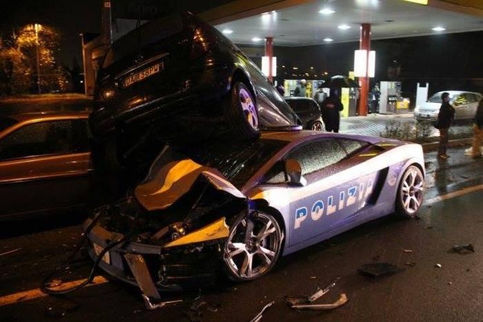 Разбитый полицейский Lamborghini Gallardo