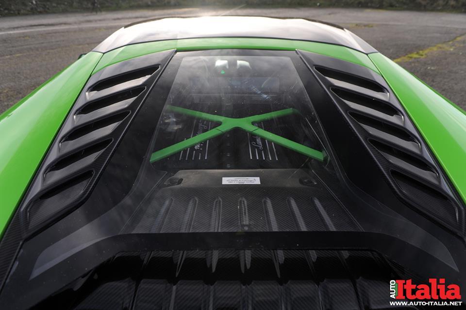 Моторный отсек Lamborghini Huracan