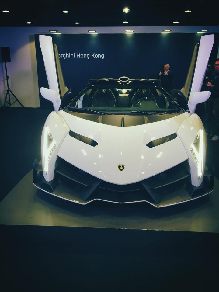white lamborghini veneno roadster in hong kong. Black Bedroom Furniture Sets. Home Design Ideas