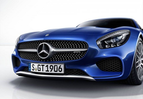 Mercedes AMG GT ad 0 600x418 at Mercedes AMG GT Takes Porsche 911 Head On in New Ad