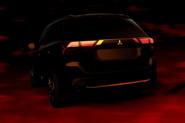 2016 Mitsubishi Outlander teaser 2 600x399 at 2016 Mitsubishi Outlander Teased for NYIAS Debut
