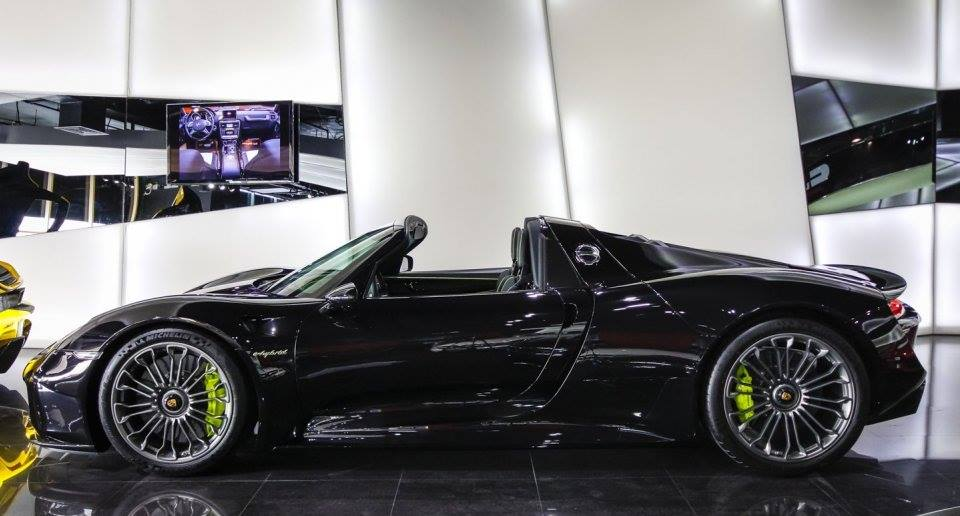 spotlight black porsche 918 spyder at alain class. Black Bedroom Furniture Sets. Home Design Ideas