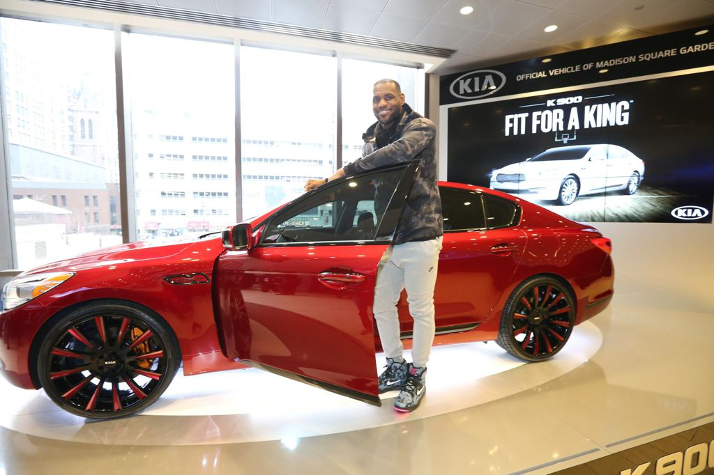 """Kia K900 """"King James Edition"""" to be Auctioned"""