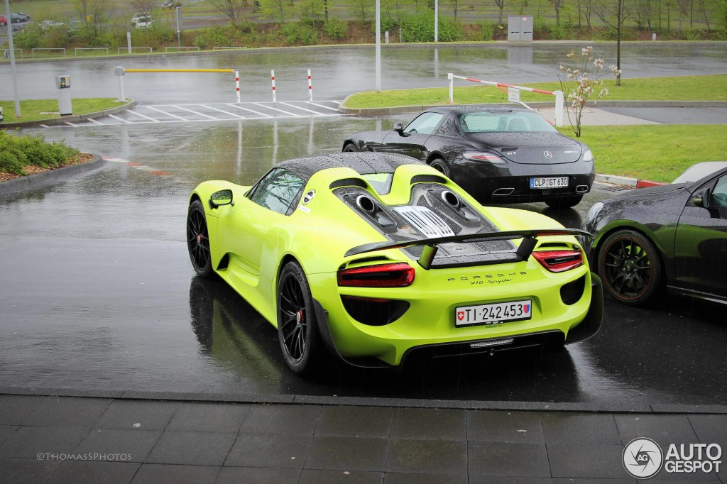 lime green porsche 918 weissach spotted at the ring. Black Bedroom Furniture Sets. Home Design Ideas