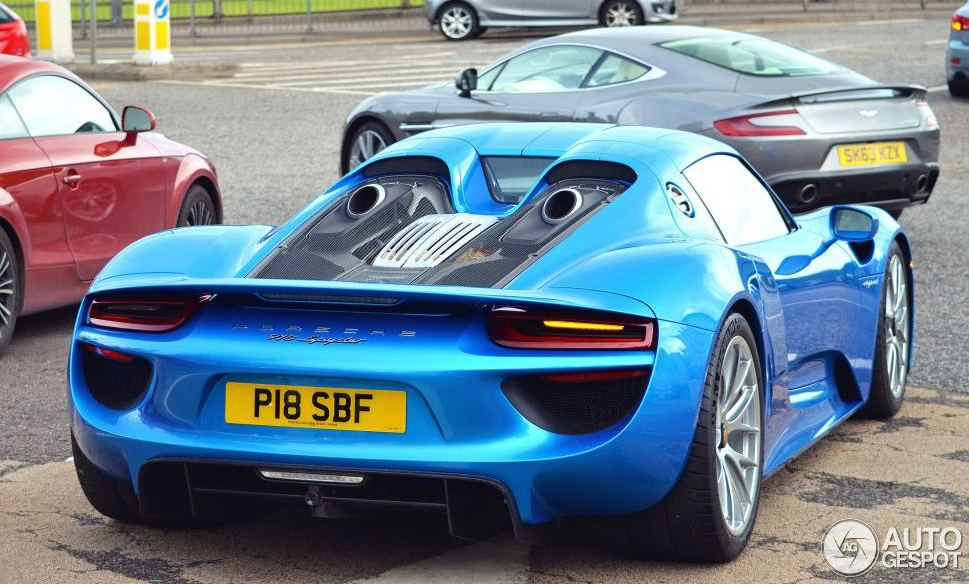 cerulean blue porsche 918 spotted in scotland. Black Bedroom Furniture Sets. Home Design Ideas