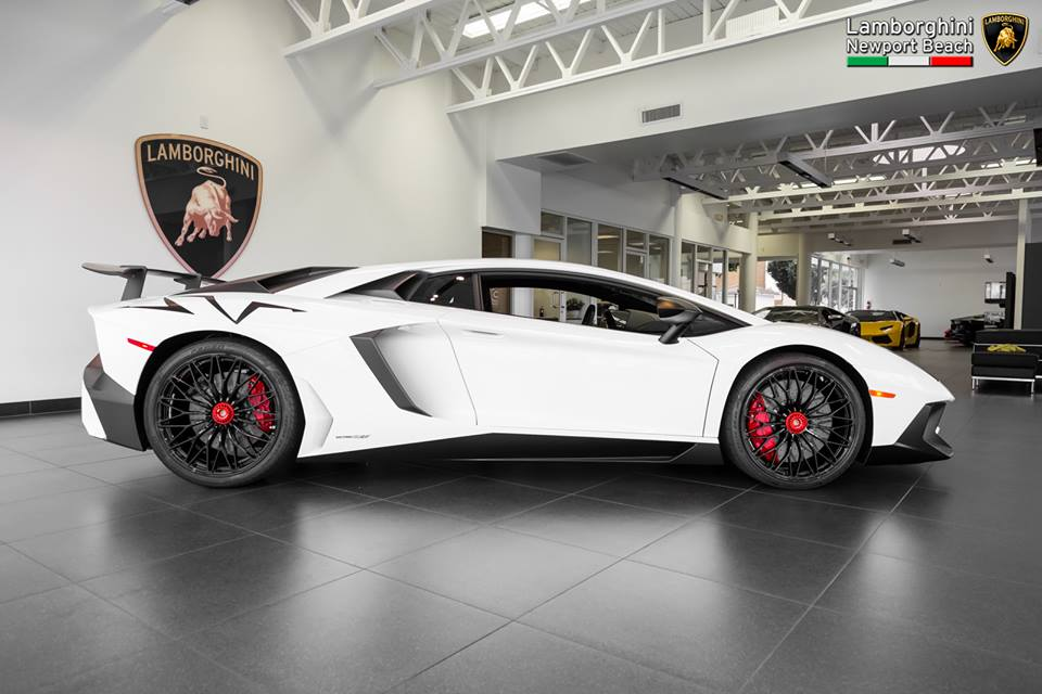 gallery bianco isis lamborghini aventador sv. Black Bedroom Furniture Sets. Home Design Ideas