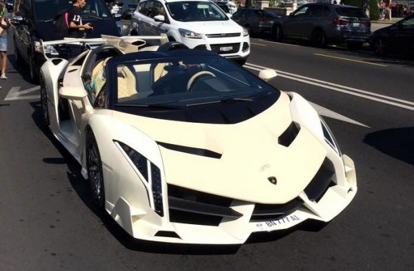 this lamborghini veneno roadster looks like a kit car. Black Bedroom Furniture Sets. Home Design Ideas