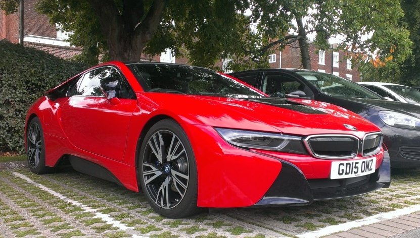 Red BMW I8 0 600x340 At Red BMW I8 Spotted In The UK